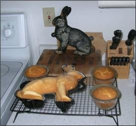 Cake Mold (www.bandon.tv/html/htmlbakeacake.html)